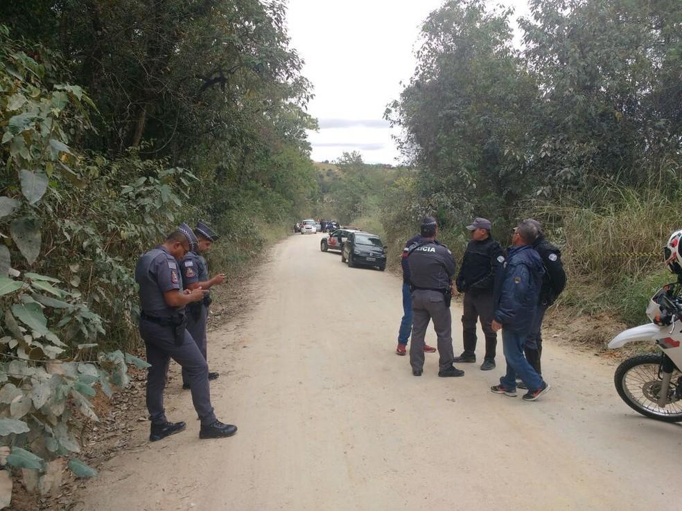 Corpo de menina desaparecida em Araçariguama foi encontrado ao lado de patins (Foto: Divulgação/PM)