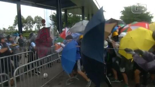 Protestos em Hong Kong contra lei de extradição deixam feridos; debate sobre texto é adiado