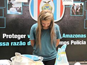 Rafaela Blanco alega que as drogas são do namorado (Foto: Suelen Gonçalves/G1 AM)