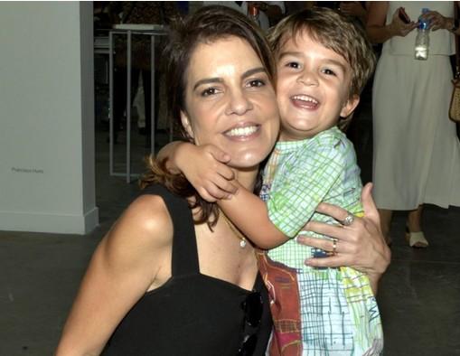 Mariana Gross e o filho (Foto: Cristina Granato)