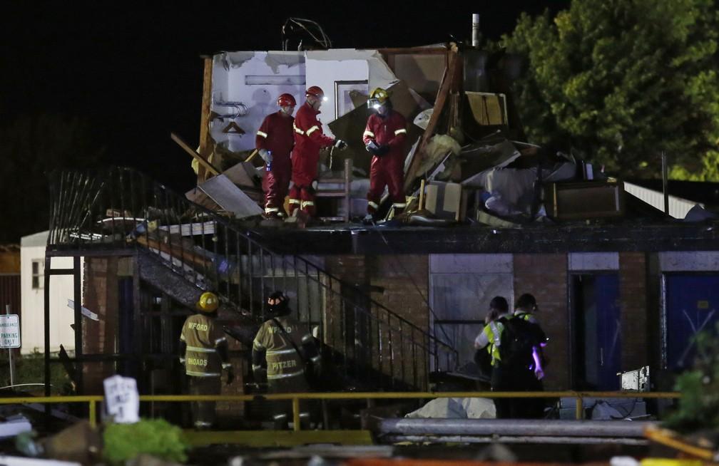 A tempestade de sábado (25) à noite em El Reno ocorre depois de uma semana de tornados — Foto: Sue Ogrocki/AP