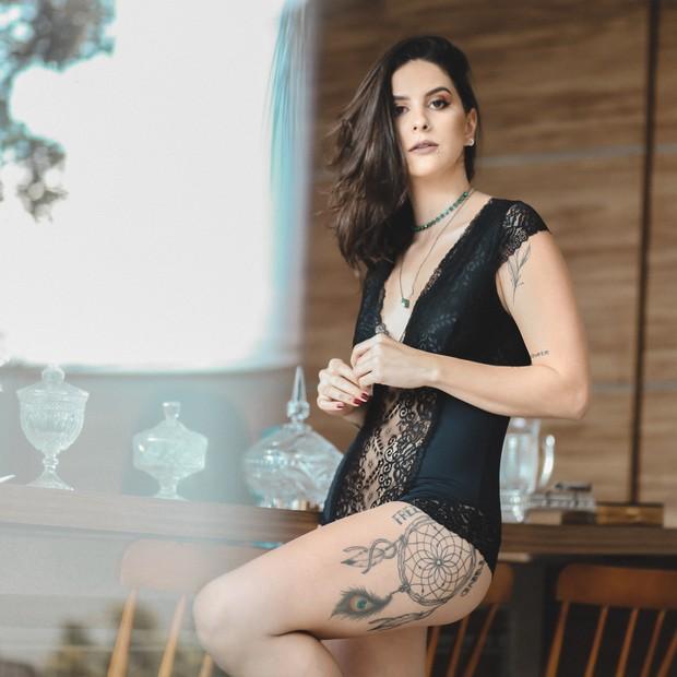 A lingerie é produzida para ser usada por baixo da roupa ou como peça principal (Foto: Divulgação)