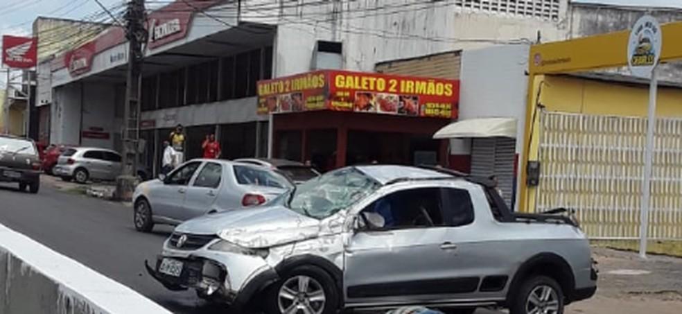 Idoso morre após veículo colidir em mureta de viaduto em São Luís — Foto: Divulgação/Redes Sociais
