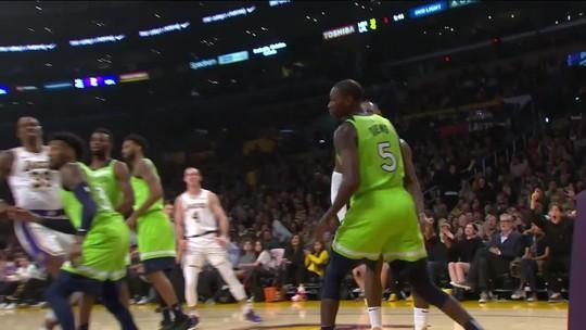 Com show da dupla Anthony Davis e Lebron James, Lakers vencem Timberwolves