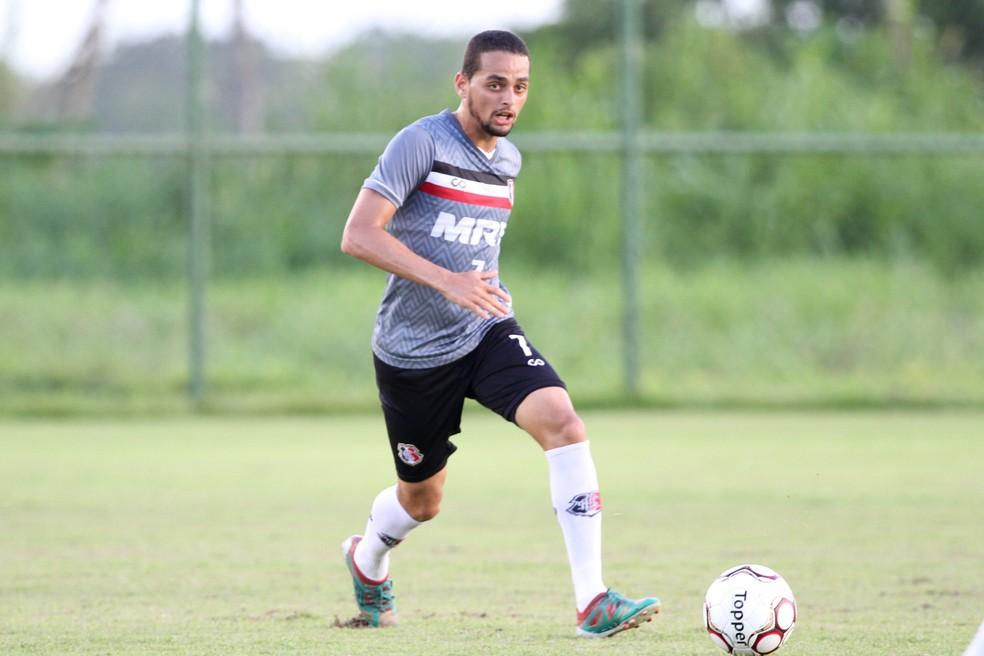 João Ananias tem contrato até o maio no Santa, mas já deixou claro que pode sair (Foto: Marlon Costa/Pernambuco Press)
