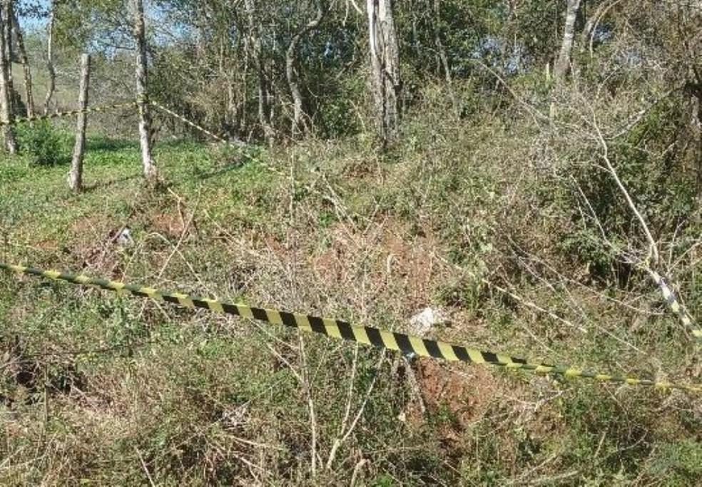 Detento morto foi encontrado em matagal em Xanxerê — Foto: Flávio Carvalho/Divulgação