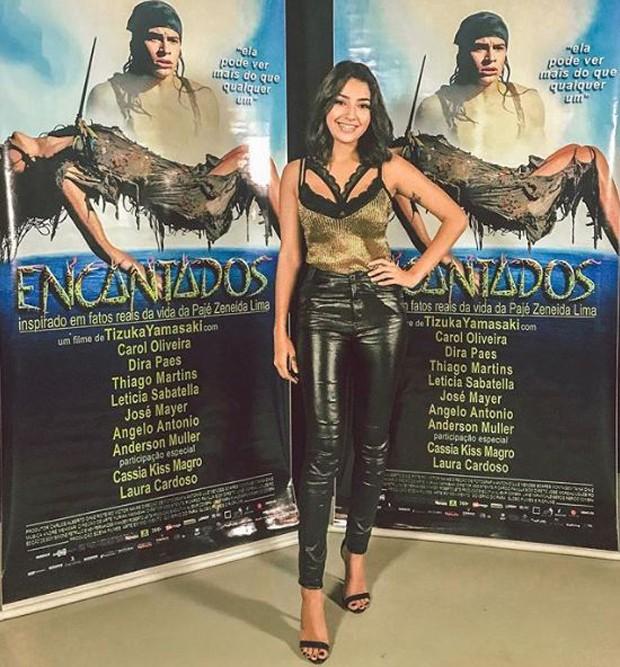 Carol Oliveira na premiére de Encantados (Foto: Reprodução/Instagram)