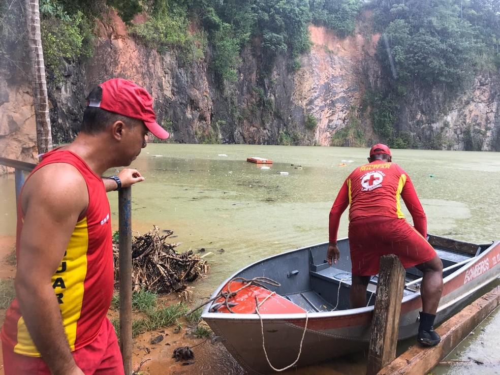 Soldado foi encontrado morto em lagoa na capital baiana após ser abordado por homens armados em Salvador — Foto: Raphael Marques/TV Bahia
