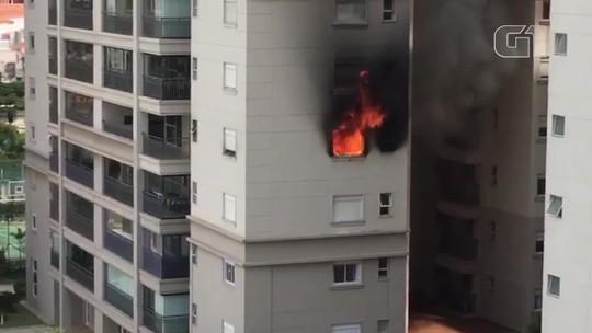 Vizinhos usam mangueira e ajudam a apagar incêndio em apartamento em SP