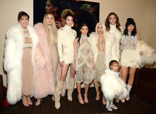 Abrir mão do glamour? Jamais! A família Kardashian-Jenner tem a especialidade de produzir festas que deixam qualquer um de boca aberta (Foto: The Sun/Reprodução)