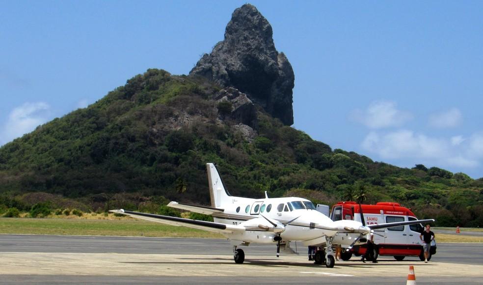 O avião de salvamento, conhecido como 'salvaero', fez o resgate do paciente na ilha — Foto: Ana Clara Marinho/TV Globo