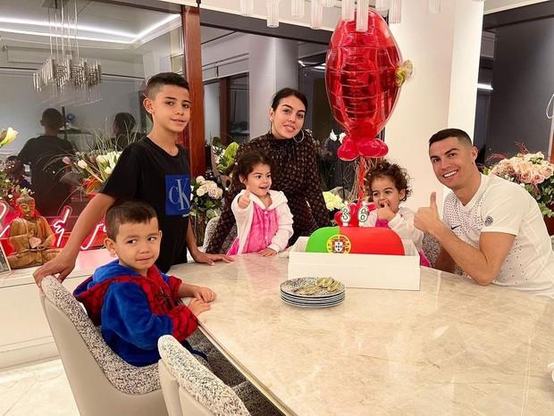 Cristiano Ronaldo festeja os 36 anos em família e reflete sobre carreira