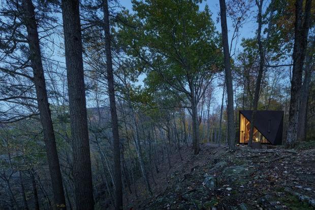 Tiny cabana fica na região norte do estado de Nov York (Foto: Divulgação / Matthew Carbone)