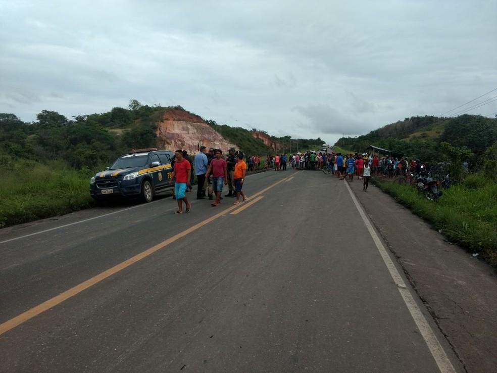 A liberação da via aconteceu por volta das 11h da manhã de quinta-feira, 15 (Foto: Reprodução/PRF)