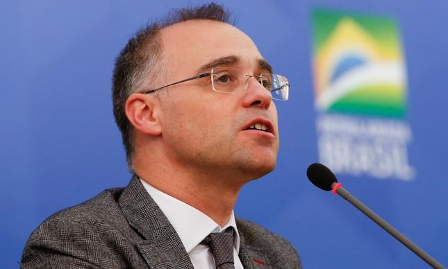 O ministro André Mendonça em entrevista no Planalto