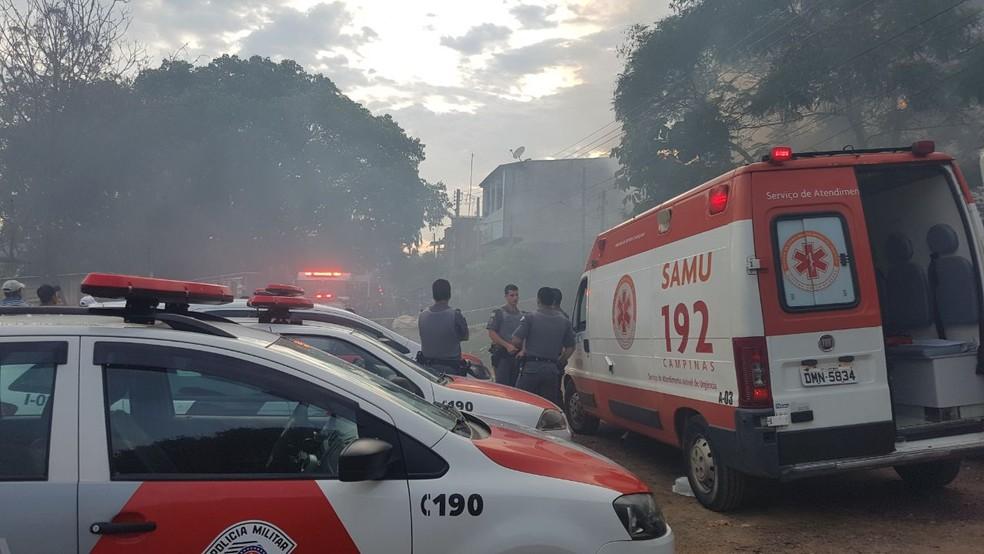 Casa onde moravam as vítimas, em Sousas, foi incendiada pelo atirador (Foto: Polícia Militar/Divulgação)