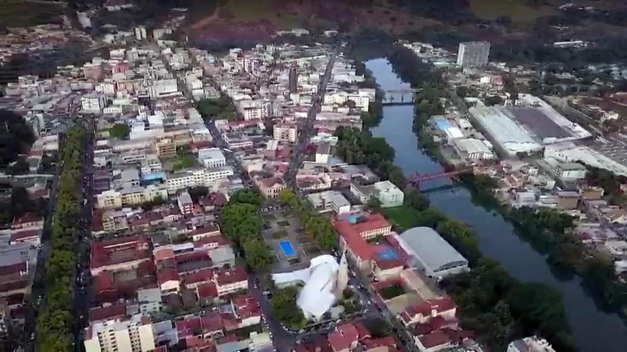 Corpo parcialmente carbonizado é encontrado em casa do Bairro Vila Domingos Lopes em Cataguases