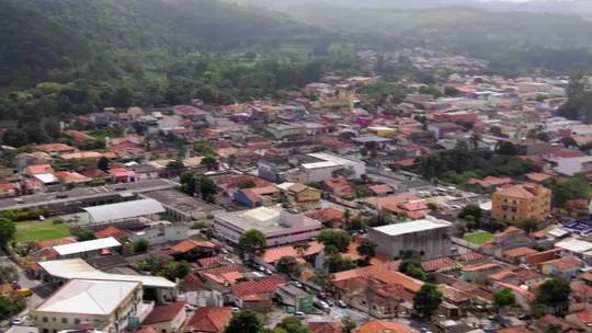 Fernando Gabeira mostra como Guararema, em SP, enfrenta a criminalidade