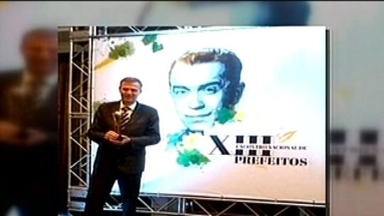 Prefeito de Estrela é denunciado por suposta compra de prêmio de 'melhores gestores'