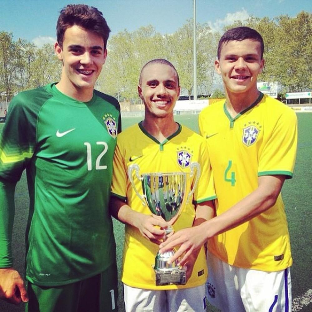Thalisson com a camisa 4 na Seleção Brasileira Sub-17 (Foto: Thalisson Kelven/ arquivo pessoal)