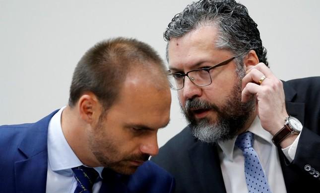 Deputado Federal Eduardo Bolsonaro conversa com o Ministro das Relações Exteriores Ernesto Araújo