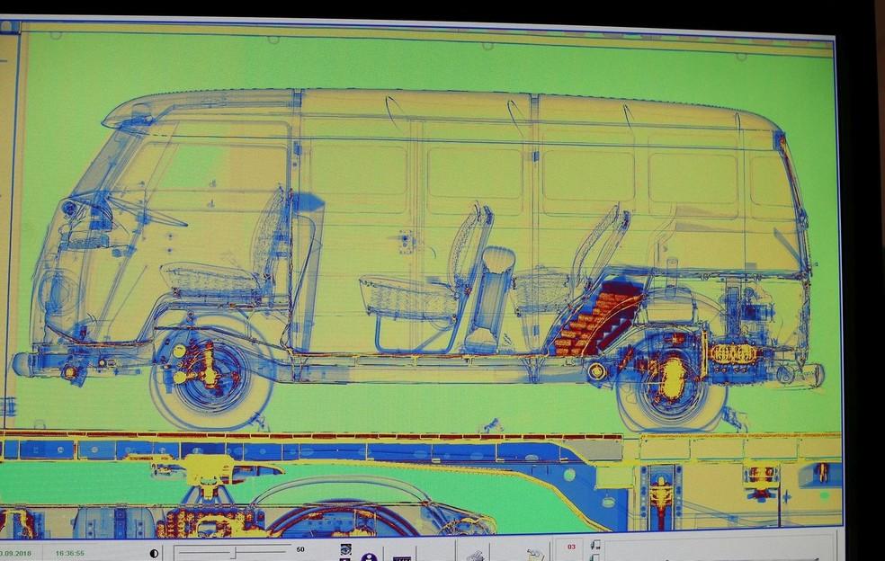 Imagens de escâner na Alemanha identificaram a cocaína escondida no veículo — Foto: Divulgação/Alfândega de Hamburgo