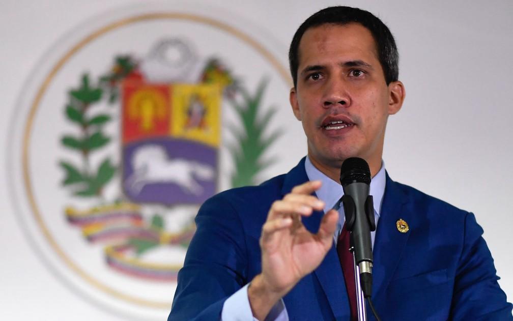 Guaidó fala a jornalistas durante entrevista coletiva em Caracas, em 2019 — Foto: Federico Parra/AFP