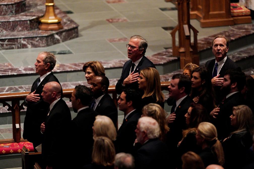 Família Bush canta o Hino Nacional dos EUA em funeral de George H. W. Bush — Foto: Rick T. Wilking/Reuters