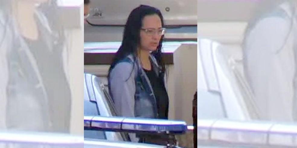 Elaine Lessa, mulher de Ronnie Lessa, foi presa por tráfico internacional de armas — Foto: Globo