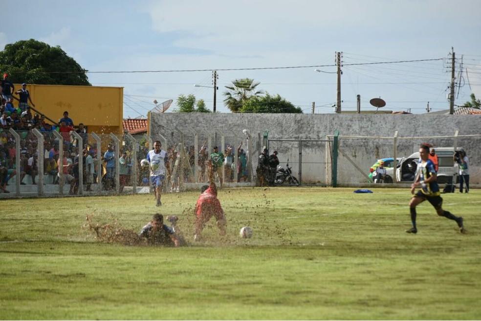 4 de Julho x Altos (Foto: Josiel Martins/GloboEsporte.com)