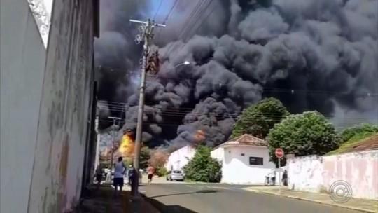 Incêndio atinge galpão às margens de rodovia em Vera Cruz