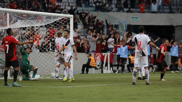 Athletico-PR dominou o Vasco do início ao fim