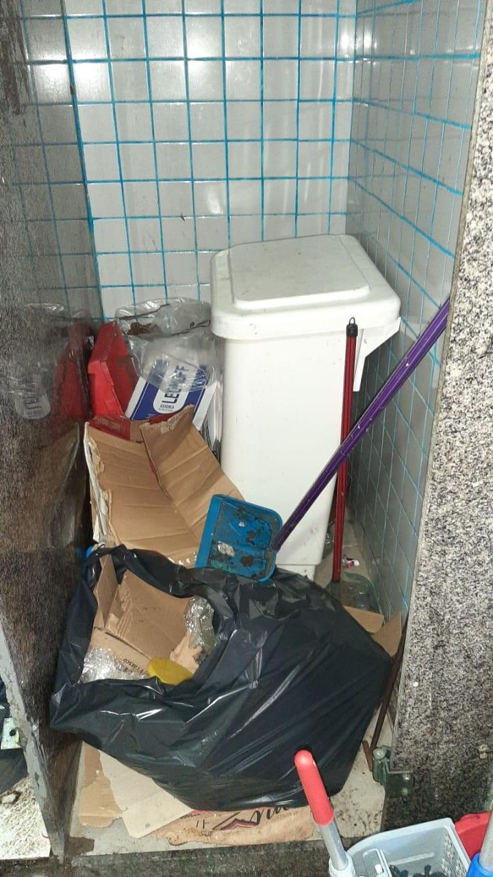 Vigilância sanitária fiscaliza depósitos de gelo e fecha estabelecimento na Ilha do Governador
