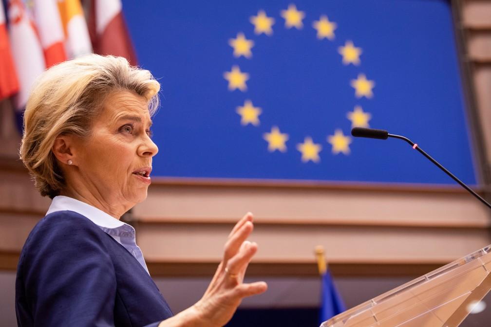 Presidente da Comissão Europeia, Ursula von der Leyen, em sessão do Parlamento em Bruxelas em 16 de dezembro de 2020 — Foto: John Thys/Pool/Reuters