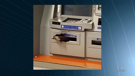 Criminosos tentam explodir caixa eletrônico, mas artefato não detona