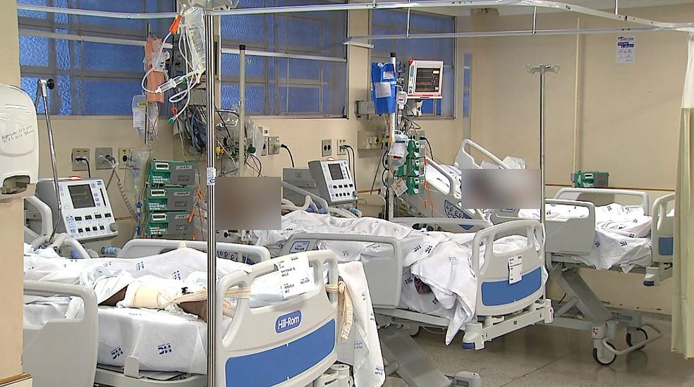 Unidade de Terapia Intensiva (UTI) no Hospital das Clínicas da USP em Ribeirão Preto — Foto: Antônio Luiz/EPTV