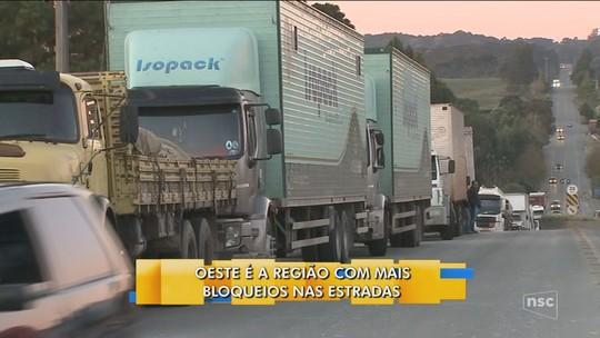 Greve dos caminhoneiros chega ao 3º dia de paralisação com impactos em diversos setores de SC