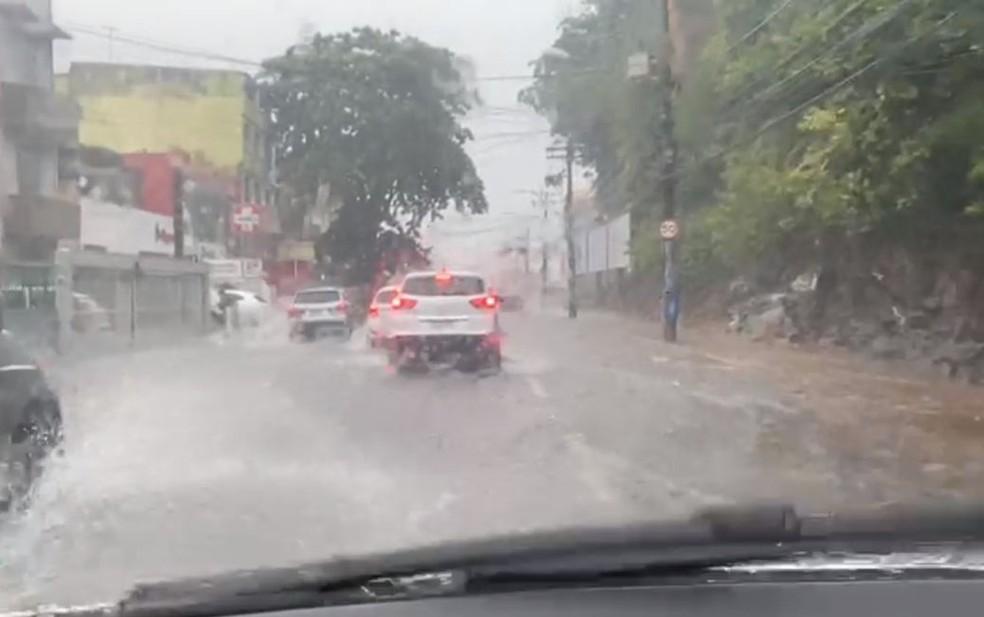 Rio Vermelho – Salvador tem chuva forte e pontos de alagamento — Foto: Camila Oliveira/TV Bahia