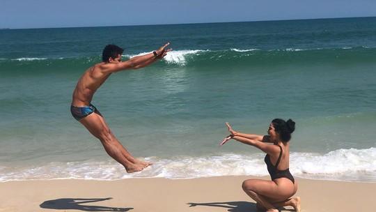 Ex-BBB Danrley compartilha foto divertida com Elana na praia: 'Ganhei uma irmãzinha'