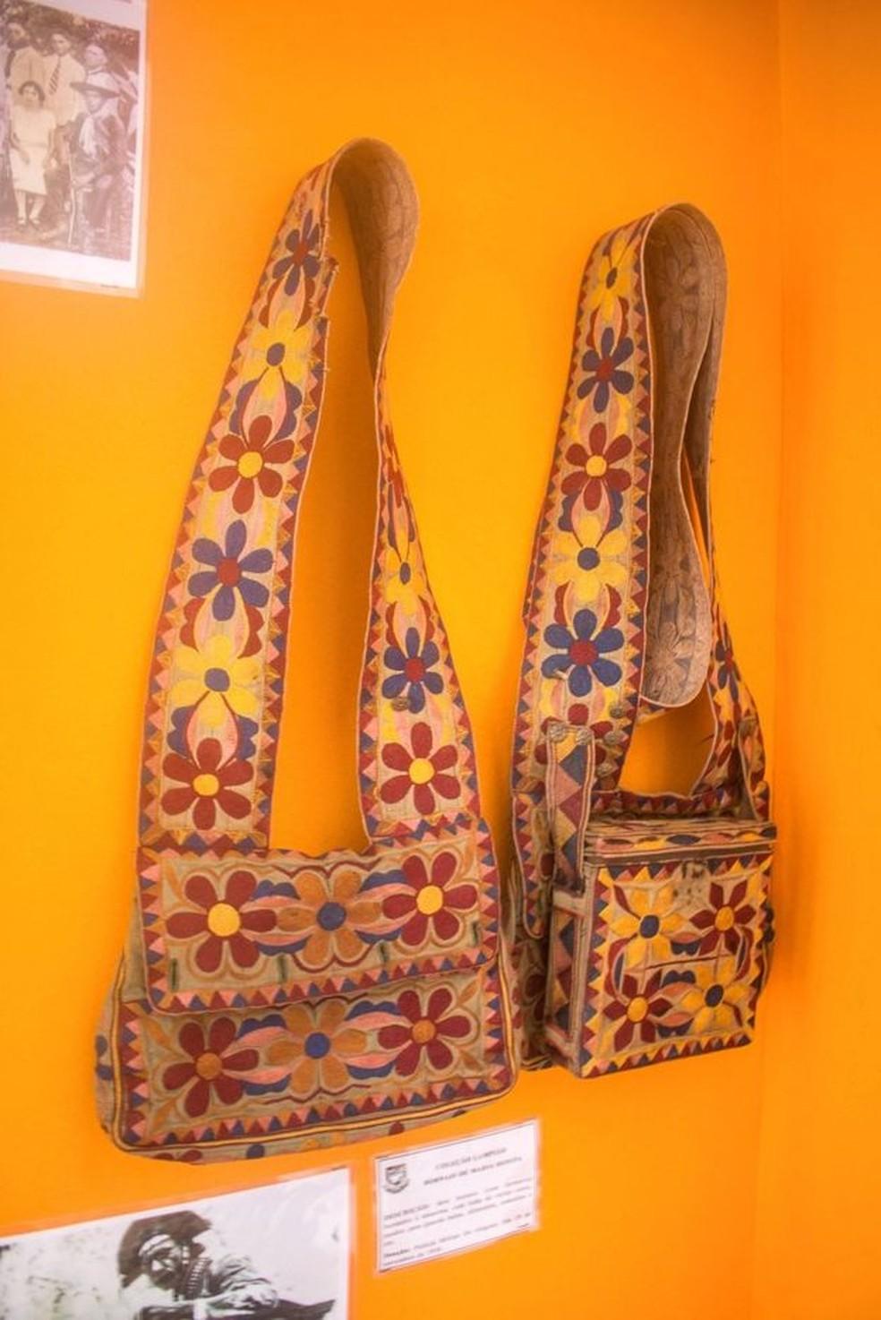 Perícia também analisou bornais (bolsas usadas pelo cangaço) de Lampião — Foto: Ingryd Alves/BBC