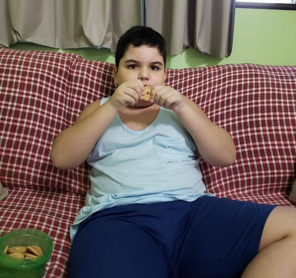 Marco Antônio só come o biscoito nesse formato de coração  — Foto: Arquivo pessoal