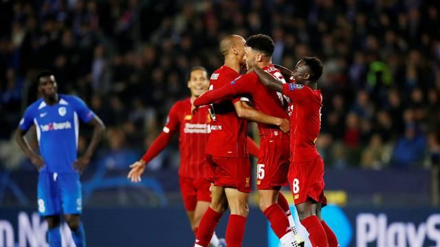 Oxlade-Chamberlain comemora o segundo gol do Liverpool com Fabinho e Keita