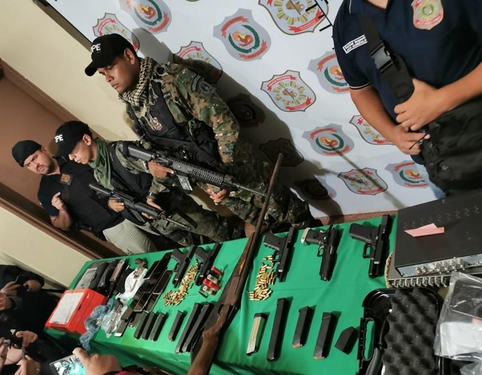 Polícia do Paraguai mostra armas apreendidas em operação para encontrar assassinos do jornalista brasileiro Léo Veras — Foto: Divulgação/Polícia Nacional do Paraguai