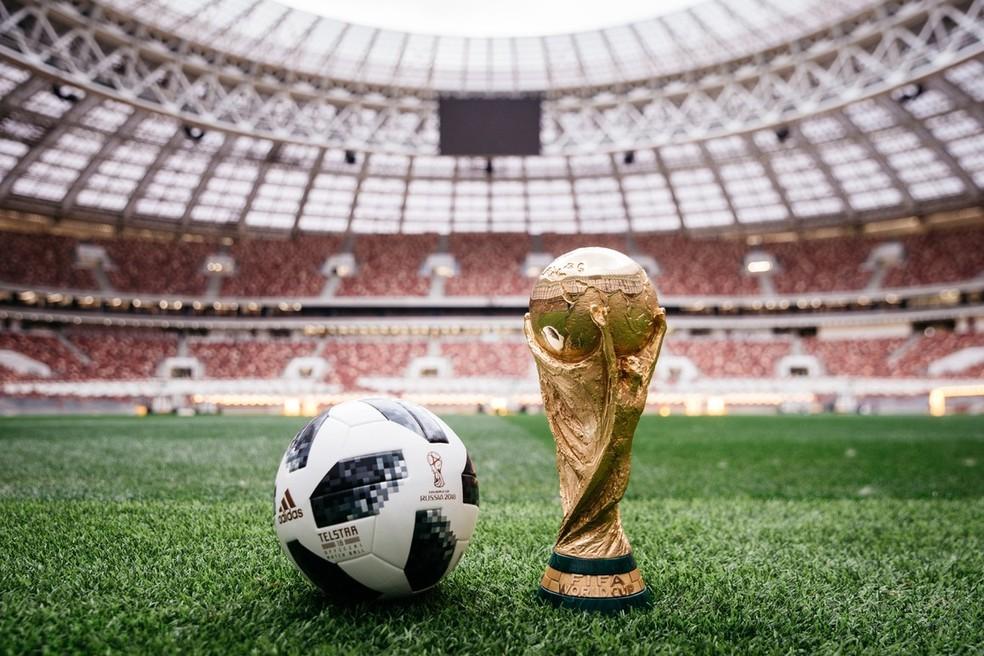 Bola Telstar, feita para a Copa do Mundo de 2018, que será disputada na Rússia. (Foto: Divulgação / Adidas)
