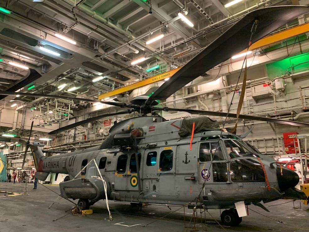 Navios da Marinha do Brasil chegaram ao Porto de Suape, neste domingo (10), com helicópteros e outros veículos para atuar na costa do Nordeste — Foto: Mhatteus Sampaio/TV Globo