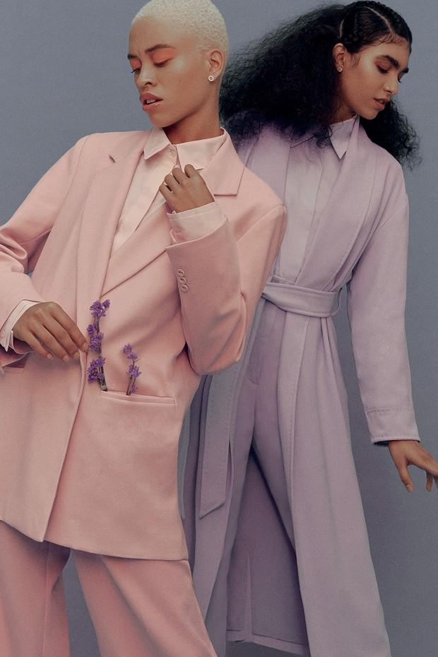 À esquerda, blazer (R$ 502) e calça (R$ 328), ambos Amissima, e camisa (R$ 789) Rosa Chá. À direita, casaco (R$ 2.272) e calça (R$ 1.398), ambos Cris Barros, e camisa Coven (R$ 728) (Foto: MAR+VIN)