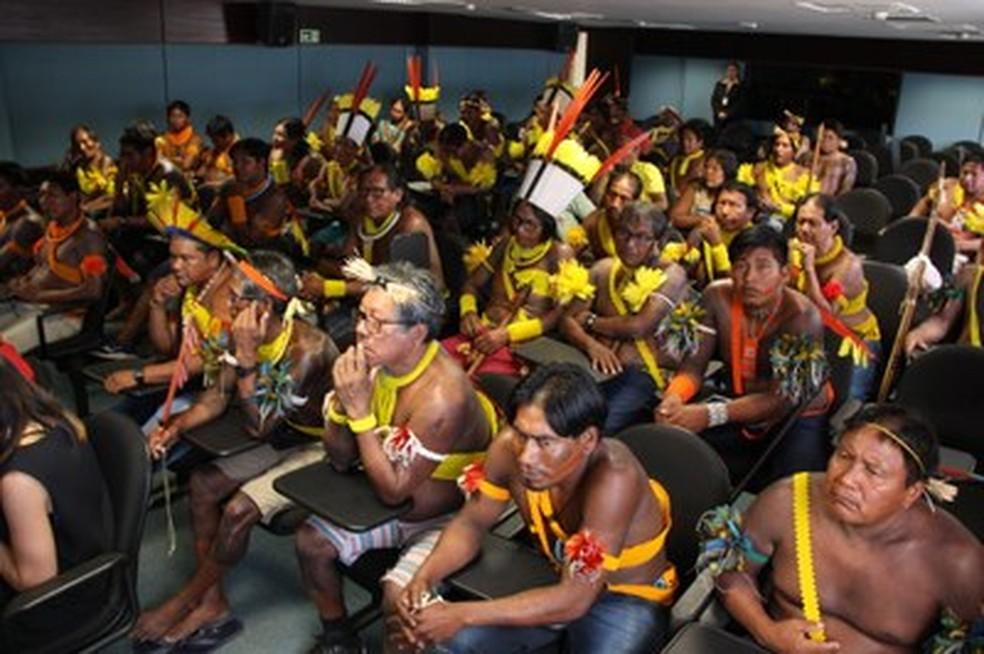 Indígenas participaram de audiência no MPF — Foto: Ascom / PRR1