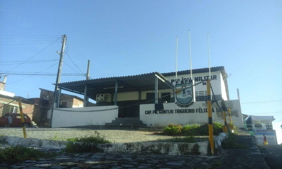 Segundo Comando do Policiamento Metropoliano, tiros atingiram a parte lateral do prédio (Foto: Ivan Lemos/Inter TV Cabugi)