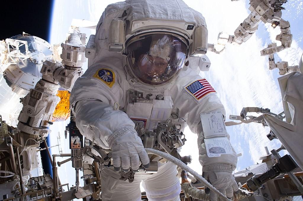 Astronauta Peggy Whitson no espaço (Foto: NASA)