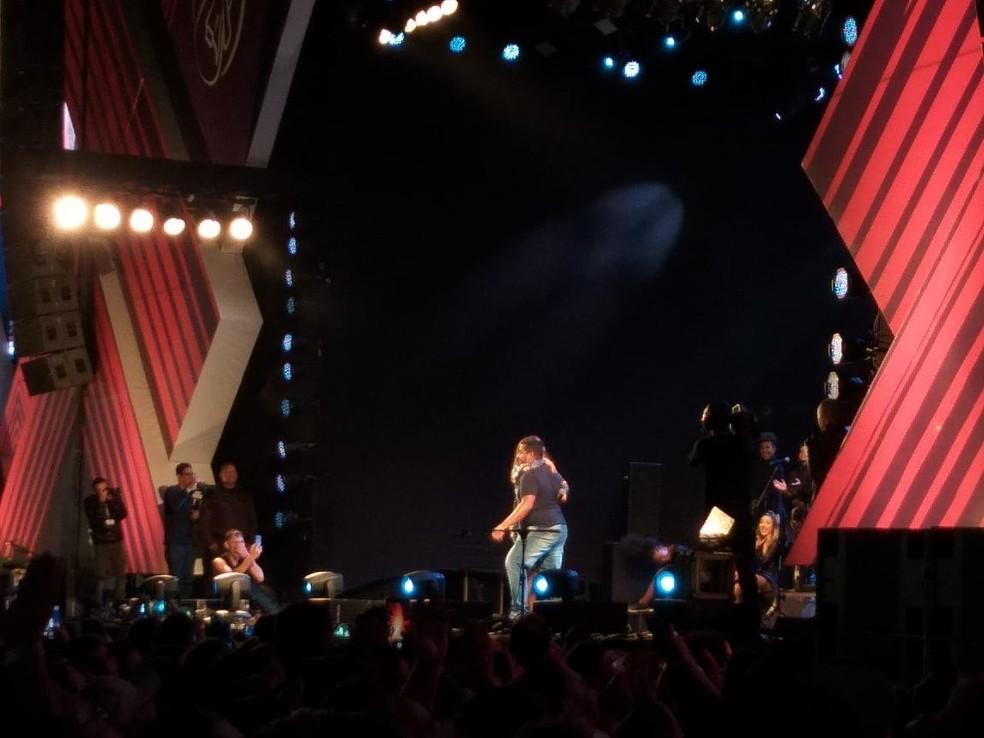 Fã fez a festa de dançou lambada com Ivete no palco do Festival de Inverno â?? Foto: Alan Oliveira/ G1